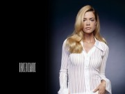 Denise Richards : Very Sexy Wallpapers x 8